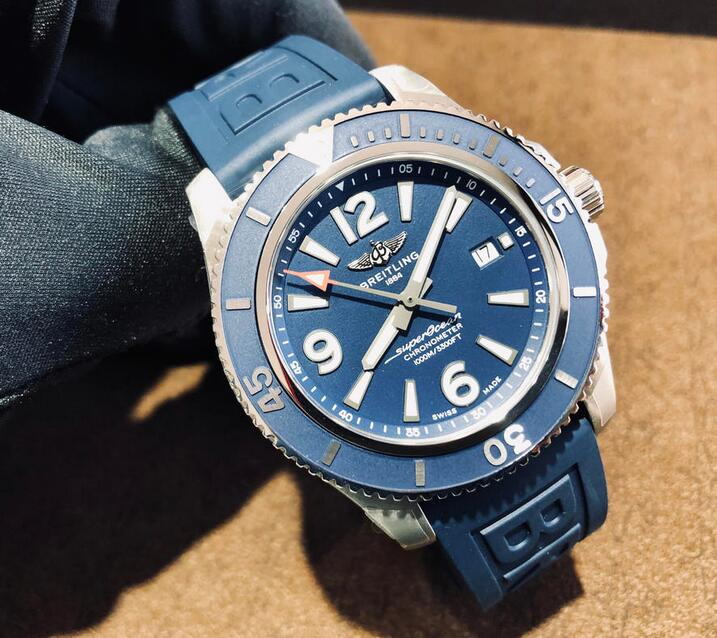 Quality replica watches make the most of the blue color.